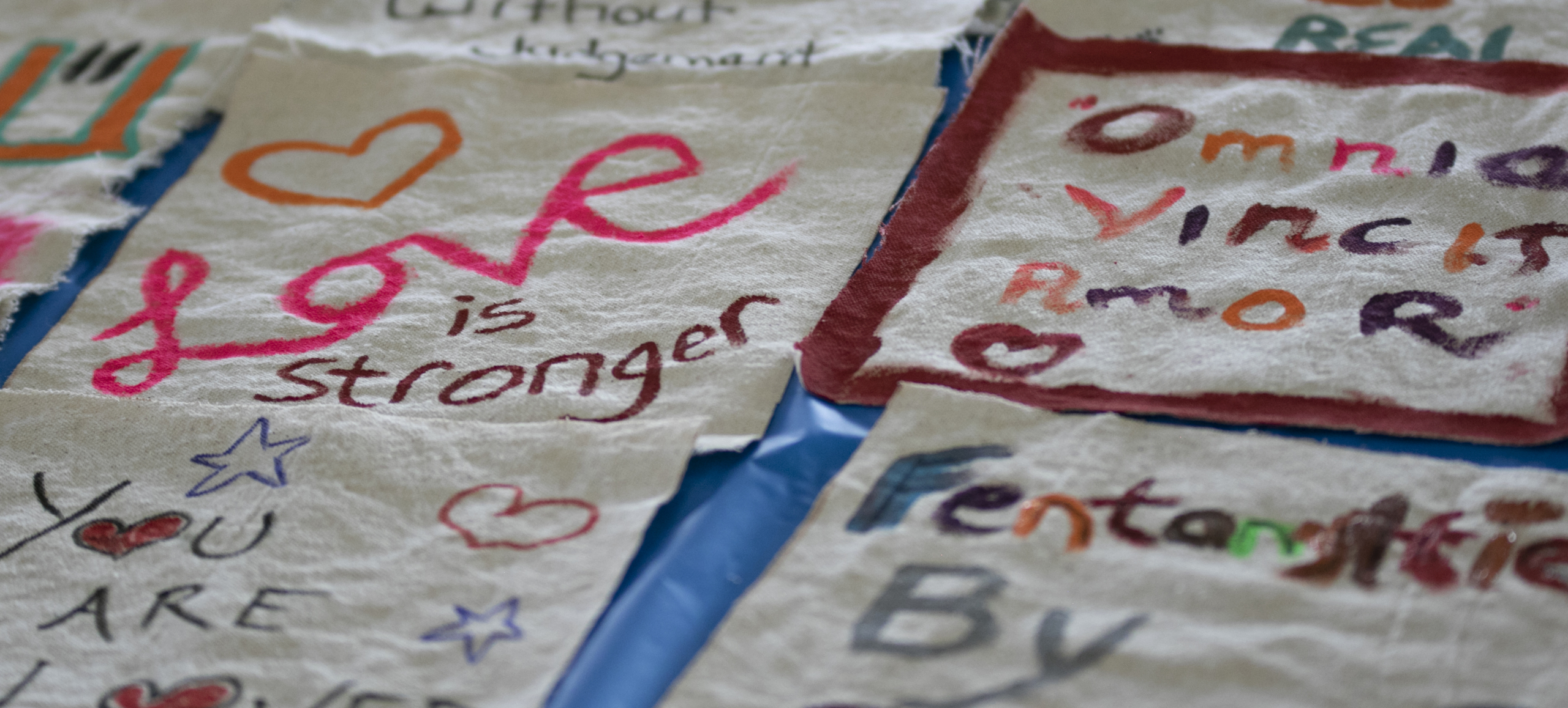 A quilt made up of encourage messages to people who use drugs